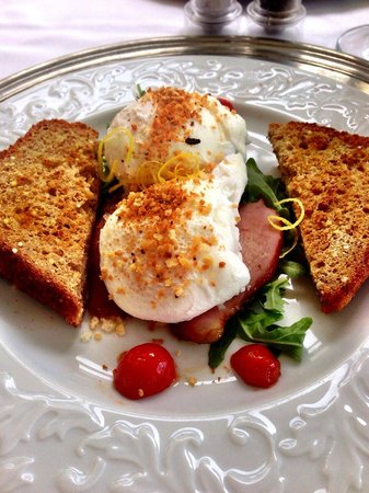 Inn at Sunrise Point: Poached Eggs for Breakfast