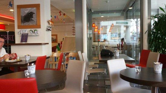 ibis Lausanne Centre: Hall e sala colazione