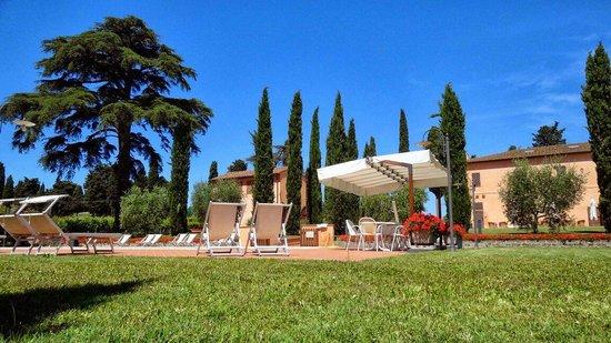 Agriturismo Santo Pietro : Blick auf den Pool