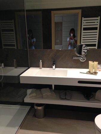 Almar Jesolo Resort & Spa: Bagno moderno