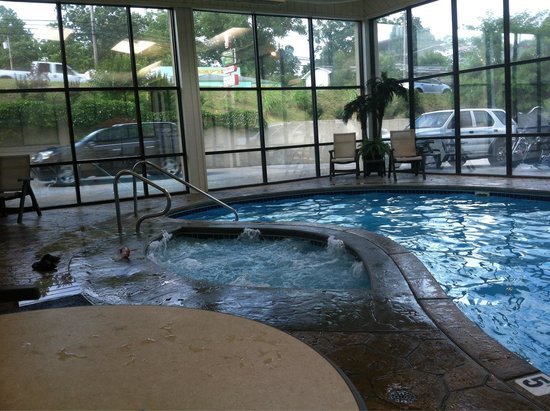 Baymont Inn & Suites Branson - On the Strip: Indoor pool and hot tub area