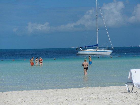 Presidente InterContinental Cancun Resort: Otima praia!!