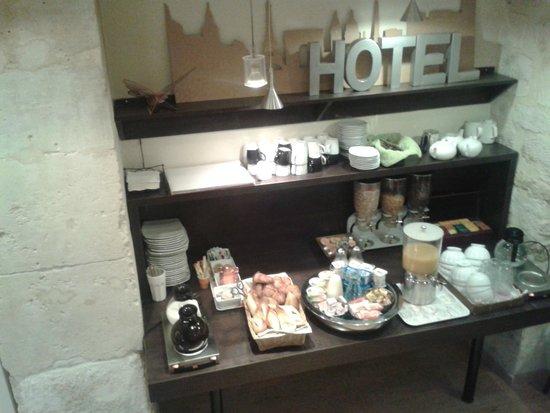 Cosmo's Hotel : Frühstücksbuffet im Untergeschoss