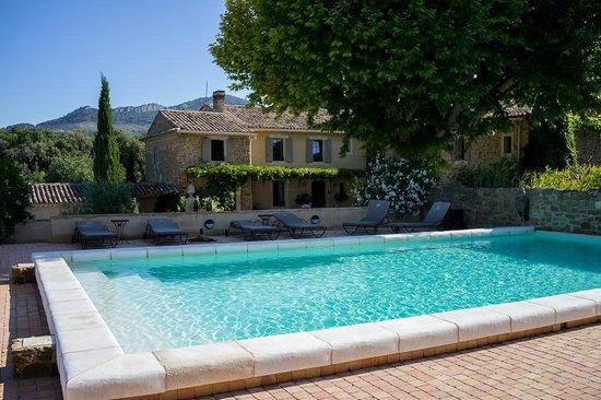 Le Clos Saint Saourde: La piscine