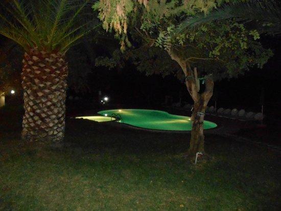 Alghero Resort Country Hotel: Piscine en soirée
