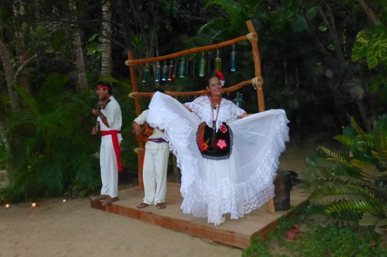 Grand Palladium Vallarta Resort & Spa: Rhythm of the Night show -Greeters