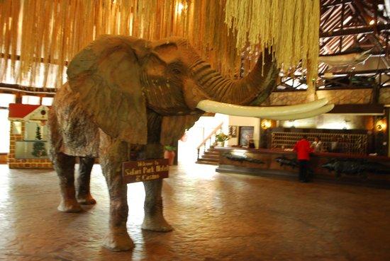 Safari Park Hotel: Холл отеля