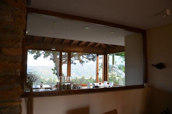 Grand Mother Miracle's House: Vista desde la recepción a la sala del desayuno