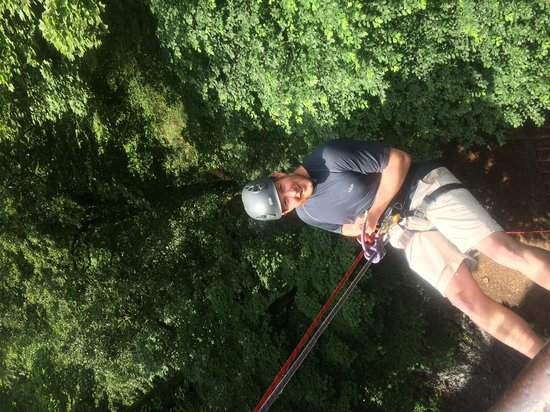 Peak Mountaineering Day Tours: Millers Dale abseil
