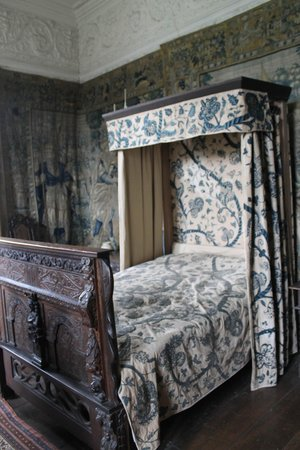 Chastleton House and Garden: Bedroom with the famous tapestry walls and drapes
