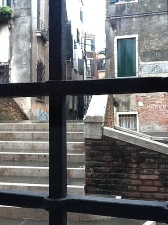 Palazzetto Madonna: Deluxe room canal view on groundfloor