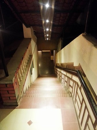 Hotel Darshan Ooty: second staircase