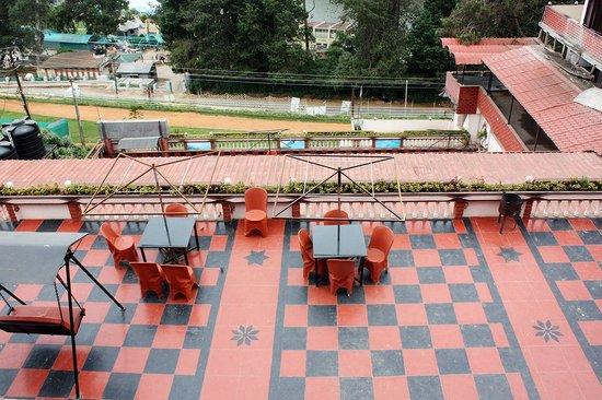 Hotel Darshan Ooty: balcony top view