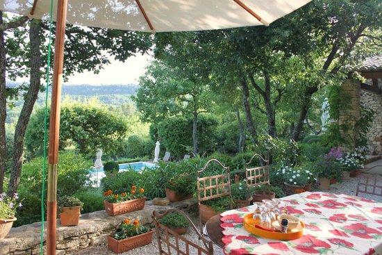 Lou Baou : Breakfast area overlooking pool