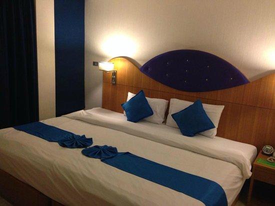 Blue Ocean Resort: spacious bed