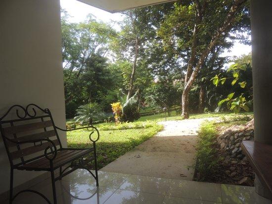 Hotel Leyenda: Vista desde la entrada de la habitación.