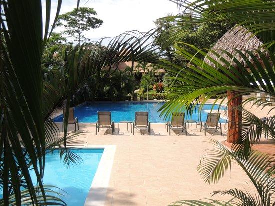 Hotel Leyenda: Hacia la piscina.