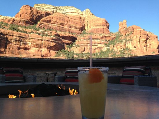 Enchantment Resort : Afternoon Drinks on the Outdoor Clubhouse Deck