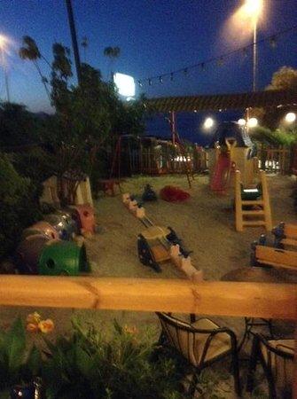 Taverna Kavos: площадка для детей
