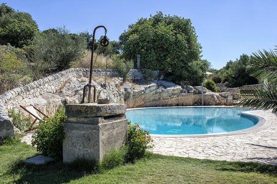 Relais Parco Cavalonga: The second pool - main entrance