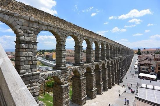 Aquädukt von Segovia: Roman aqueduct at Segovia, Spain.