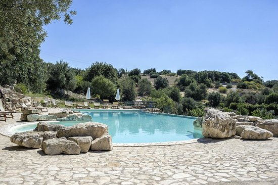 Relais Parco Cavalonga: The big swimming pool