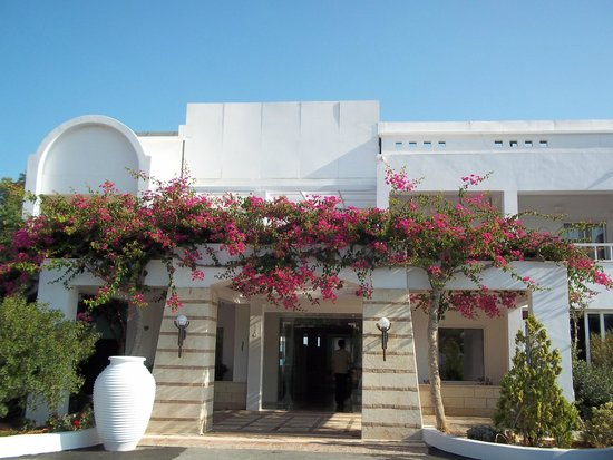 Knossos Beach Bungalows & Suites : Hotel entrance - not to be missed