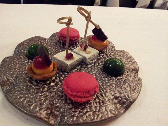 Comme chez Soi : Extra dessert... macarons!