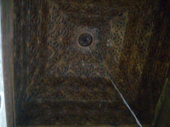 Kairaouine Mosque (Mosque of al-Qarawiyyin) : Mosque of al-Qarawiyyin - Ornate Ceiling