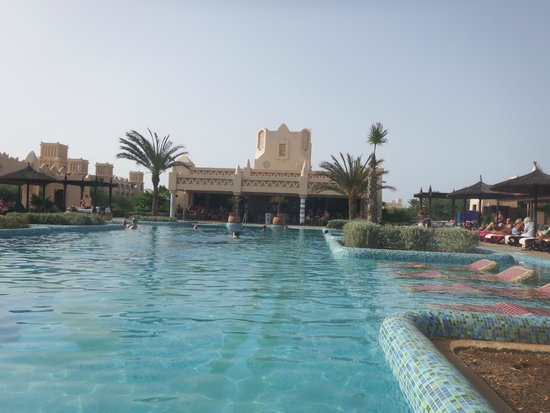 Hotel Riu Touareg : From the adults only pool looking to the bar