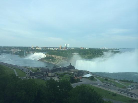 Niagara Falls Marriott Fallsview Hotel & Spa: daytime view