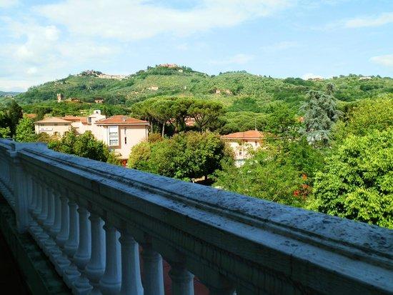 Hotel Cappelli : Вид с балкона на Монтекатини Альто