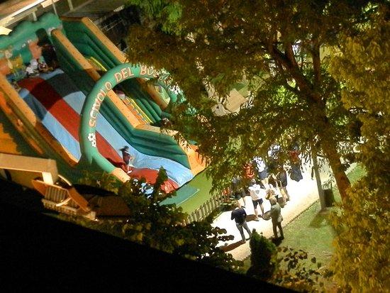 Hotel Cappelli: Парк аттракционов под окнами.