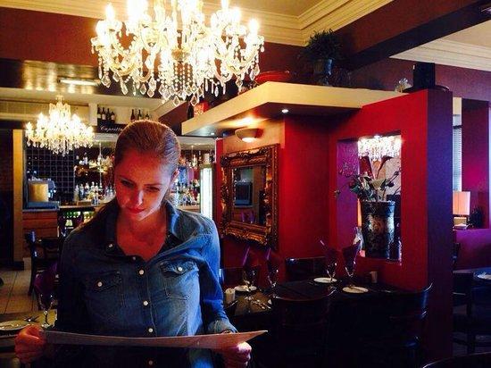 Davanti Italian Restaurant Whitley Bay: Me looking at the lovely menu of Davanti