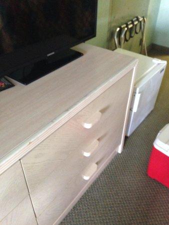 Ramada Kissimmee Gateway: Dresser