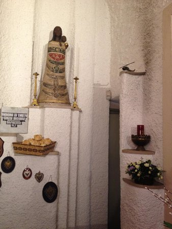 Santa Maria di Loreto: A small anteroom with a helicopter