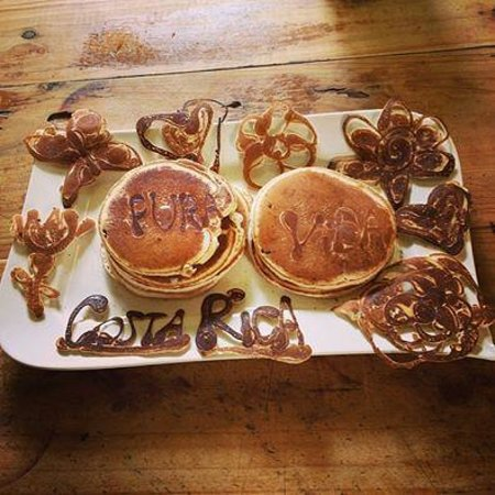 Hostel Bekuo: art pancakes for breakfast