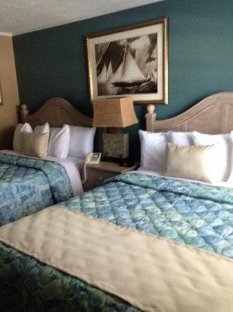 Pier 7 Condominiums: Queen size beds in the one bedroom units