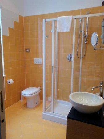 Best Western Hotel Piemontese: Nette,leuke badkamer.