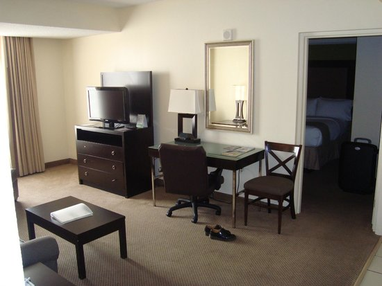 Holiday Inn & Suites Across from Universal Orlando : lounge