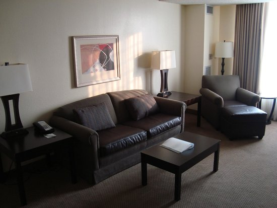 Holiday Inn & Suites Across from Universal Orlando : lounge area