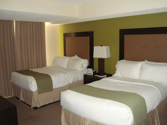 Holiday Inn & Suites Across from Universal Orlando: 0ne 0f the bedrooms