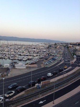 Mercure Ajaccio : vue depuis la chambre sur le port et le cours Napoleon