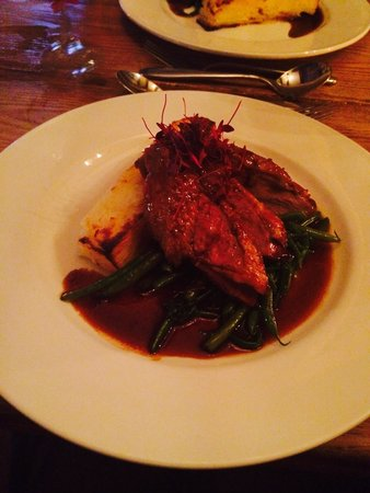 Crofters Brasserie: Delicious Duck with dauphinoise potatoes and green beans