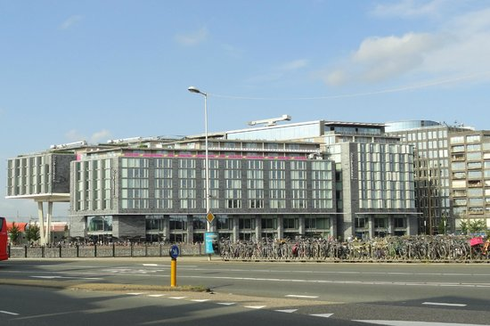 DoubleTree by Hilton Hotel Amsterdam Centraal Station: The hotel from accros the canal