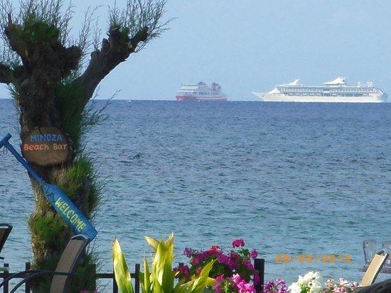 Mimosa Beach Bar : SEE VIEW