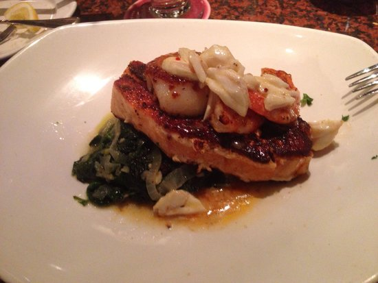 Pappadeaux Seafood Kitchen: Crispy Atlantic salmon with spinach, crab meat, shrimp & scallop. Amazing!!