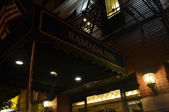 Ramada New York/Eastside: Entrance