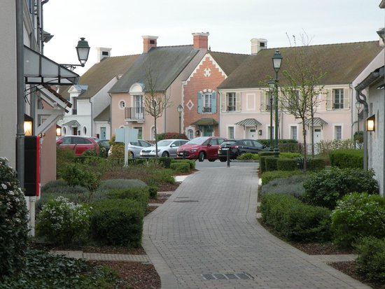 Marriott's Village d'lle-de-France: Path leading from our town home
