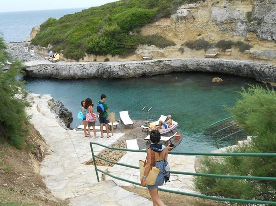Le Cale d'Otranto Beach Resort: Piscina nel mare,i colori dello smeraldo